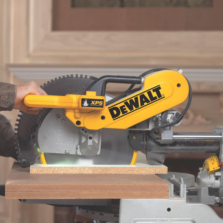 Photograph of the rugged machine DEWALT DWS780